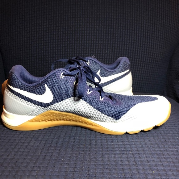 Men's Nike Flywire sneakers, size 10.5